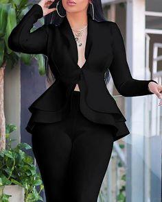 Conjuntos de pantalón pitillo con diseño de volantes sólidos y top Online. Discover hottest trend fashion at boutiquefeel.com Office Dresses For Women, Office Outfits Women, Clothes For Women, Blazers For Women, Jumpsuits For Women, White Blazer Women, Chic Type, Trend Fashion, Skinny
