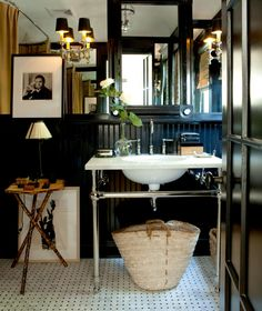 10 Favorite Rooms With a Well-Placed Antique Mark Sikes, Masculine Bathroom, Wainscoting Bathroom, Black Wainscoting, Wainscoting Height, Painted Wainscoting, Wainscoting Panels, Wainscoting Ideas, Downstairs Bathroom