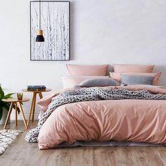 decoração minimalista no quarto rosa