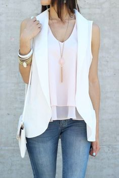 The idea of being able to throw a sleeveless blazer over a tank or cami is ideal. They serve as a great way to give your outfit. Casual Skirt Outfits, Blazer Outfits, Blazer Fashion, Fashion Outfits, Blazer Vest, Fashion 2017, Sleeveless Blazer Outfit, White Vest Outfit, Look Legging