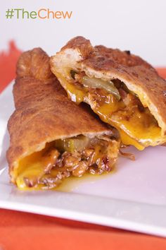 These delicious hand-held Mini Cheesy Club Calzones snacks are the prefect combination of a club sandwich and the classic calzone!