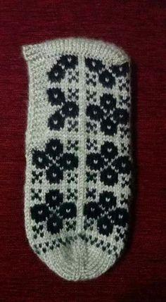 Fair Isle Knitting, Knitting Socks, Moda Emo, Piercings, Baby Knitting Patterns, Elsa, Diy And Crafts, Floral, Slipper