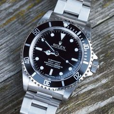 Rolex Submariner - Historical overview of one of the most iconic diving watches. A timeline of the Rolex Submariner from 1955 to Watches Rolex, Army Watches, Sport Watches, Amazing Watches, Beautiful Watches, Cool Watches, Unique Watches, Stylish Watches, Luxury Watches For Men