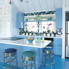 An all blue kitchen, love it.