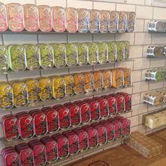 Fondée par l'Association nationale des fabricants de conserves de poisson, cette jolie boutique vous offre un large choix de produits portugais. Je vous recommande le caviar de sardines. La boîte est à 15€ mais c'est vraiment très très très bon.