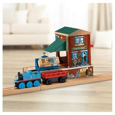 Thomas & Friends™ Wooden Railway Pirate Cove Discovery Set