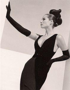 Christy Turlington, Valentino ad, Italian Vogue, September 1995 - Photo by Herb Ritts Christy Turlington, Annie Leibovitz, Terry Richardson, Mario Testino, 90s Fashion, Fashion Models, Vintage Fashion, 90s Models, Fashion History