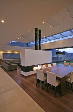 ultramodernes design vom innenraum - mit einem modernen kamin
