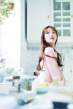 Mrzτσ🌙 x Aysha South Korean Girls, Korean Girl Groups, Rapper, Girls Channel, Girls Twitter, Glam Makeup, Asian Beauty, My Girl, White Dress