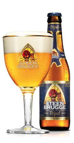Het abdijbier STEENBRUGGE Tripel is een goudblond bier met een afgerond moutkarakter, een geparfumeerde hoptoets, een warme, volle smaak en een fruitig lichtgerookt gistingsaroma in combinatie met het subtiele Brugse kruidenmengsel gruut. Bier van hoge gisting met nagisting in de fles.