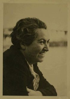 Gabriela Mistral - Poemas de Gabriela Mistral Air Max 90, Book Authors, Poet, Role Models, Che Guevara, Inspiring Women, Writers, Sorry For Your Loss, Mad Women