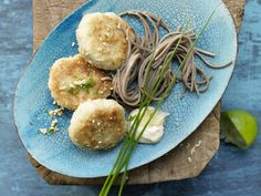 Japanische Seelachsfrikadellen - mit Ingwer-Mayonnaise und Soba-Nudeln - smarter - Kalorien: 580 Kcal - Zeit: 45 Min. | eatsmarter.de