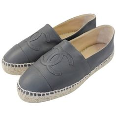 Pre-owned Chanel Flats (11.147.670 IDR) ❤ liked on Polyvore featuring shoes, flats, sapatos, zapatos, flat shoes, apparel & accessories, dark grey, platform flats, cap toe shoes and chanel espadrilles