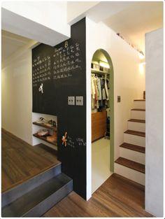 洞窟を作ることでコンパクトでも色々!広々!なマンション - 物件ファン Divider, Stairs, Room, Furniture, Home Decor, Bedroom, Stairway, Decoration Home, Room Decor