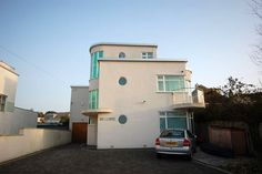 On the market: Four bedroom art deco property in Lilliput, Poole, Dorset Bauhaus Architecture, Art Nouveau Architecture, Modern Architecture, Streamline Moderne, Art Deco Buildings, Art Deco Home, Building Art, Art Deco Period, Art Deco Furniture