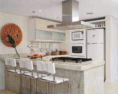 Eliminar ou não a parede que separa o living da cozinha?Como aproveitar as paredes sem poluir a decoração com muitos armários?     Se voc...