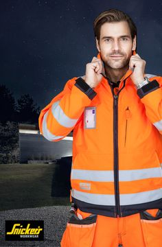 We take personal protection seriously – without compromise. That's why for example our High-Vis jackets, T-shirts, polo shirts and vests feature reflective stripes all around, including over or across the shoulders so that you're highly visible from all directions – even when bending down.