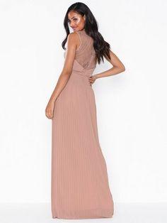 Shop Maxikjole - og Festkjoler - kvinne - hos nelly.com til rimelige priser og med rask leveranse. Velg blant mengder av nyheter hver dag. Beach Club, Ralph Lauren, Couture, Formal Dresses, Fashion, Dresses For Formal, Moda, Formal Gowns, Fashion Styles