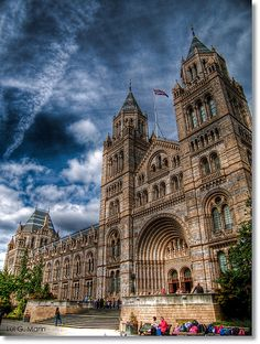 The Natural History Museum in London is one of the city's most famous landmarks, not to mention one of its most beautiful buildings. Famous Buildings, Amazing Buildings, Famous Landmarks, Famous Places, Amazing Architecture, Places Around The World, Around The Worlds, Natural History Museum London, Living In England