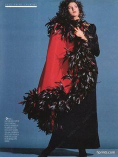 Yves Saint Laurent 1986 Cape de faille rouge, plumes de coq, Taroni