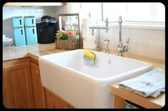 must have a farmhouse sink!!!