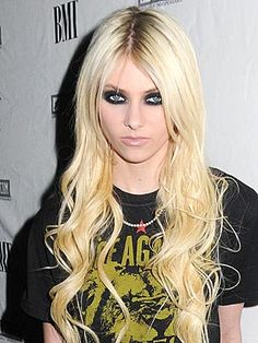 Google Image Result for http://img2.timeinc.net/people/i/2010/stylewatch/blog/100802/taylor-momsen-1-300x400.jpg