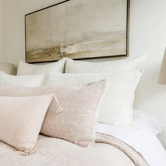 14 Fabulous Rustic Chic Bedroom Design and Decor Ideas to Make Your Space Special - The Trending House Dream Bedroom, Home Bedroom, Bedroom Decor, Master Bedroom, Bedrooms, Bed Pillow Arrangement, Bedroom Inspo, My New Room, Apartment Living