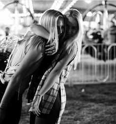 Best friends. Fair. Photography. Cute. Picture ideas. BFF.