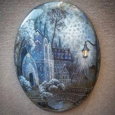 Странный ночной город на лабродоре... толи призрак.. толи мираж в лунном свете.. #арт #странныйгород #лабродор #лунныйсвет #старинныйзамок #моикамни #живописноеволшебство #живопись #живописьмаслом #живописьнакамне