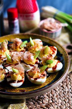 I adore cinnamon- subiektywny blog kulinarny o zapachu cynamonu: Jajka faszerowane z sosem ostrygowym, majonezem japońskim i płatkami tuńczyka Oyster Sauce, Deviled Eggs, Oysters, Potato Salad, Potatoes, Cooking, Ethnic Recipes, Blog, Bonito