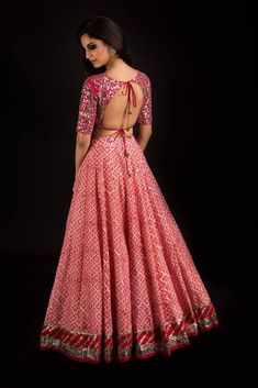 Latest Chaniya Choli & Blouse Designs for Navratri 2019 - Buy lehenga choli online Choli Blouse Design, Choli Designs, Fancy Blouse Designs, Lehenga Designs, Indian Bridal Fashion, Indian Wedding Outfits, Indian Outfits, Indian Weddings, Wedding Dress