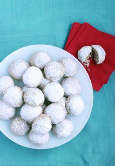 Almond Snowball Cookies - Hello Yellow Blog #LeonsHelloHoliday Snowball Cookies, Good Food, Yummy Food, Food Hacks, Food Tips, Winter Christmas, Holiday Crafts, Cookie Recipes, Raspberry