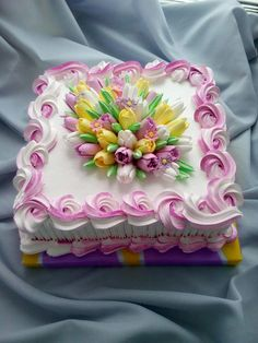 For a spring birthday. A pretty Tulip cake. Cake Icing, Buttercream Cake, Eat Cake, Cupcake Cakes, Cake Decorating Techniques, Cake Decorating Tips, Cookie Decorating, Pretty Cakes, Beautiful Cakes
