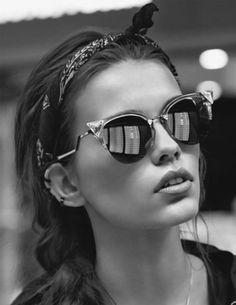 .Avec des lunettes