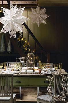 Christmas Table Ideas - Giant Paper Snowflakes (houseandgarden.co.uk)