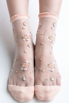 Find out wide array of ladies socks and hosiery. Lace Socks, Ankle Socks, Pantyhose Outfits, Nylons, Fashion Socks, Fashion Outfits, Womens Fashion, Mein Style, Moda Casual