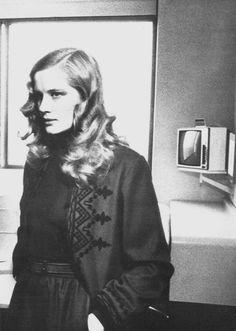Dominique Sanda, Vogue UK 1974 by Helmut Newton Helmut Newton, Moda Fashion, 70s Fashion, Vintage Fashion, Fashion Outfits, Christopher Niquet, Vogue Uk, Portraits, Jolie Photo
