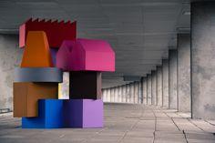 """MVRDV y la marca de muebles belga Sixinch han lanzado una colección de muebles: una serie de divertidas """"casas"""" que son el resultado de la investigación realizada por MVRDV para el Vertical Village."""