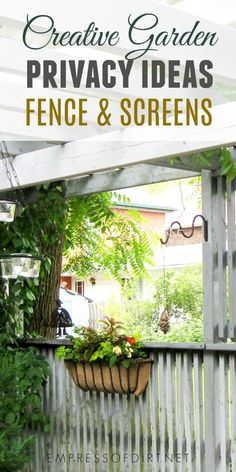 These fence screening ideas offer ways to add privacy to your garden. If your neighbours can see into your yard. Ese privacy fences can block their view. U do not need a lot of screen to solve the problem. Garden Privacy, Backyard Privacy, Privacy Fences, Garden Fencing, Fence Gates, Backyard Kids, Privacy Plants, Outdoor Privacy, Privacy Screens