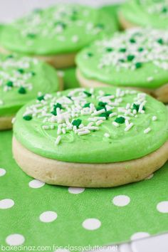 Heavenly Sugar Cookies (Lofthouse Style) - Baked in AZ Soft Sugar Cookies, Sugar Cookies Recipe, Cookie Recipes, Dessert Recipes, Frosted Cookies, Lofthouse Sugar Cookies, Cookie Frosting, Oreo Dessert, Cupcakes