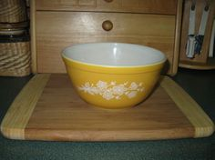 Pyrex Butterfly Gold Mixing Bowl #402