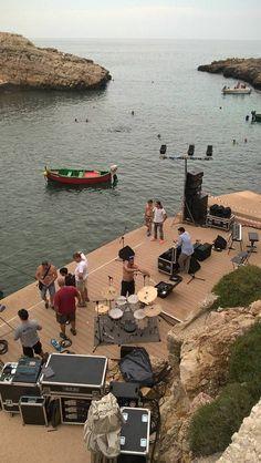Grazie alle pedane in legno composito di Greenwood Venice una delle insenature più belle della costa di #Polignano a Mare, #CalaPaura, è stata restituita alla cittadinanza.   E' stata palcoscenico per la tappa del 25 giugno del Festival Metropolitano #BariInJazz. Scoprite di più cliccando sul link...  #edilpuglia #greenwoodvenice #greenwood #woodn #polignanoamare #mare #legno #legnocomposito #paolaturci #yoga #giornatainternazionaledelloyoga #estate2016 #eventi #puglia