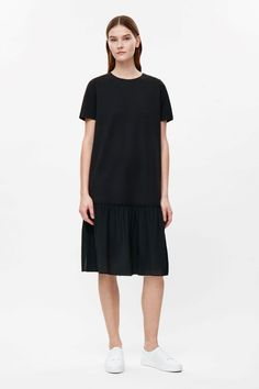 This oversize dress is made from a soft jersey material with a mulberry silk skirt with an overlapping gathered seam. A relaxed fit, it has a round neckline, neat short sleeves and a straight hemline.