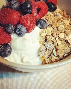 Feeling fortunate to have been able to make this no sugar added yogurt parfait before hopping on another flight this morning.  The Fage Plain Greek Yogurt with Alpen No Sugar Added Muesli and Berries has plenty of sweetness without added sugar. It turns out it's not as easy to eat sugar free on the road. Find out how my first week of Sugar Free Lent went in my latest blog post!