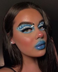 Special Christmas Makeup Ideas 2019 - Chicbetter Inspiration for Modern Women We pay special attention to 2019 Christmas make-up ideas, Please Check our collections and have try in the Coming Christmas. Make Up Looks, Eye Makeup Art, Cute Makeup, Easy Makeup, Make Up Designs, Art Designs, Amigurumi For Beginners, Christmas Makeup Look, Beauty Make-up