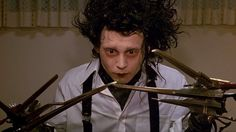 "Johnny Depp in the 1990 Tim Burton film ""Edward Scissorhands. Johnny Depp Personajes, Tim Burton Personajes, Film Tim Burton, Tim Burton Characters, Marlon Teixeira, Laura Palmer, 90s Movies, Good Movies, Twin Peaks"