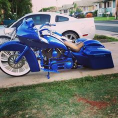 Awesome blue bagger with our customized switchblade wheel and accessories! #smt #bagger #ride #rims #bigwheels #motorcycle #chopper