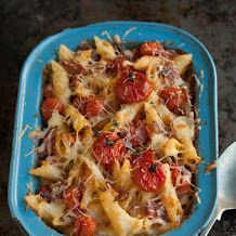 Mac and cheese with crispy bacon and roasted tomatoes