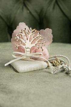 Μπομπονιέρα γάμου βότσαλο με δέντρο ζωής και χαραγμένες ευχές
