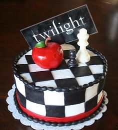 i find a hunger games cake! Now a twilight! i just gotta find vampire diaries! omg i luv these! Twilight Cake, Twilight Wedding, Twilight Series, Beautiful Cakes, Amazing Cakes, Pretty Cakes, Fondant Figures, Hunger Games Cake, Love Cake